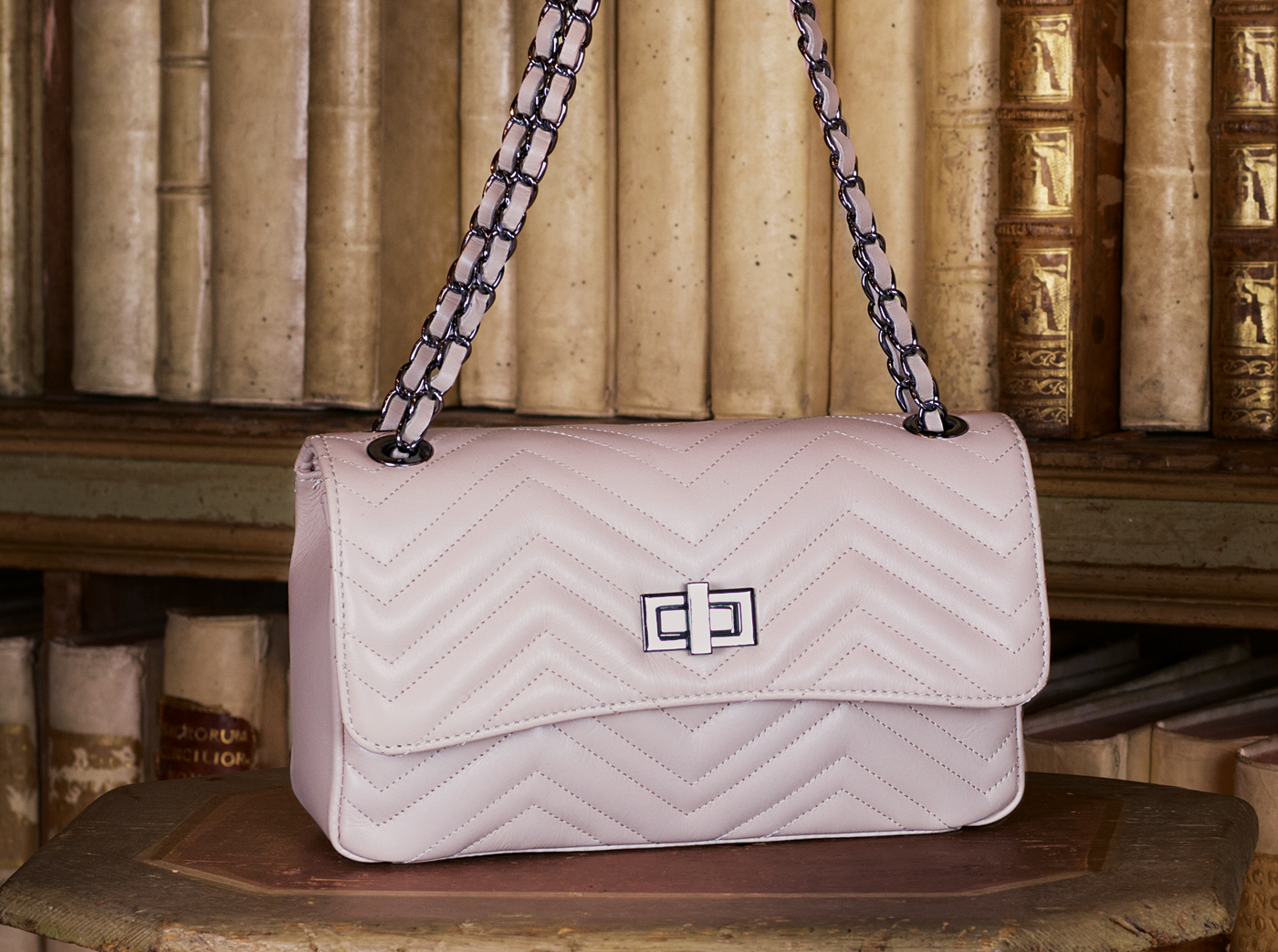 bags-aw1920-00004
