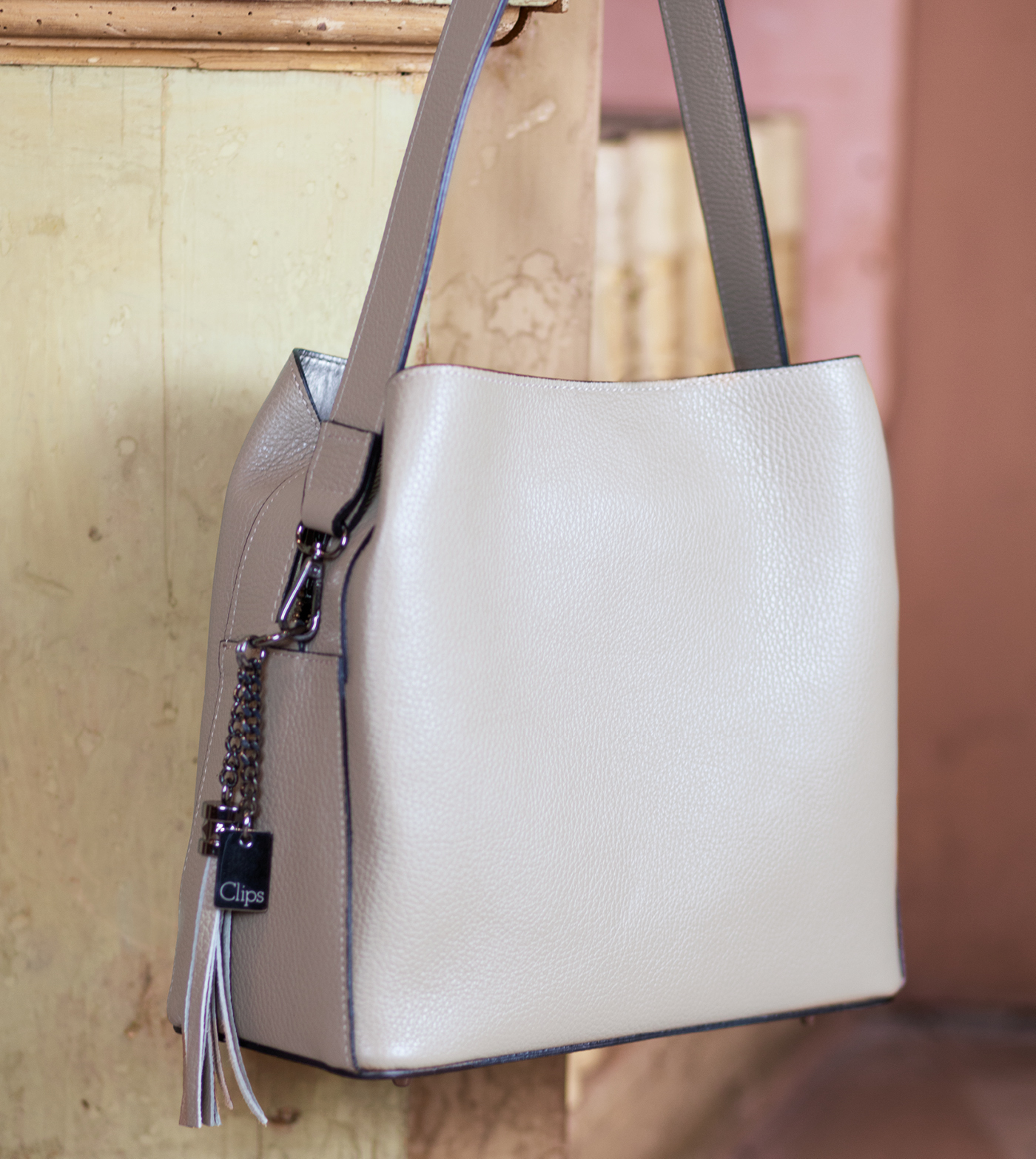 bags-aw1920-00006
